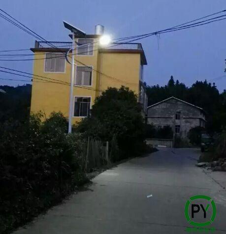 满城5米太阳能路灯亮灯效果
