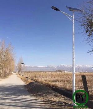 邢台农村太阳能路灯配置持续阴雨天数不可小瞧