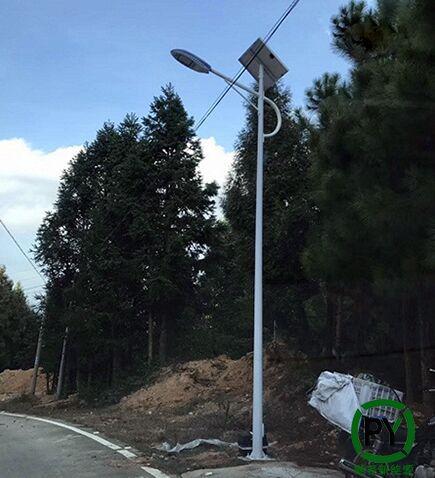 农村装太阳能路灯