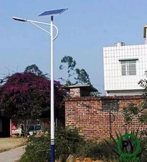 厂家支招:太阳能路灯照亮后路面有光斑怎么办